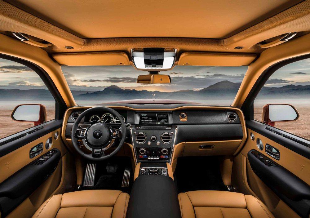Rolls-Royce_Cullinan_Magma_Red_-018_rolls-roycemotorcars